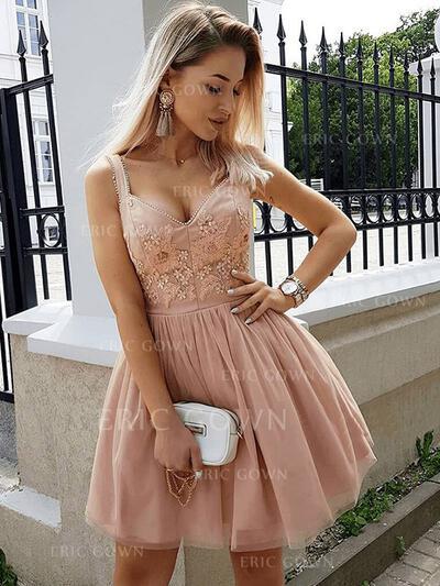 A-Line/Princess V-neck Short/Mini Cocktail Dresses With Beading Appliques Lace (016218436)