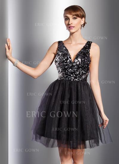 A-Line/Princess V-neck Knee-Length Tulle Sequined Cocktail Dresses (016014726)