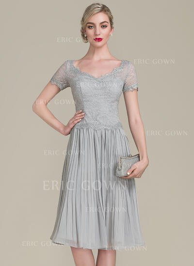 A-Line V-neck Knee-Length Chiffon Lace Mother of the Bride Dress With Ruffle (008102668)