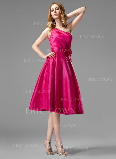 A-Line/Princess Taffeta Bridesmaid Dresses Ruffle Flower(s) One-Shoulder Sleeveless Knee-Length (007004124)