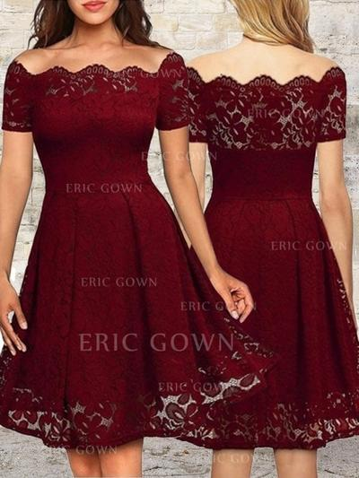 A-Line/Princess Off-the-Shoulder Knee-Length Cocktail Dresses With Ruffle (016218462)