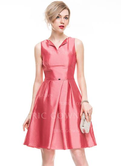 A-Line/Princess V-neck Knee-Length Taffeta Cocktail Dress With Beading (016077831)