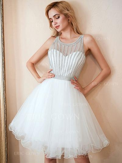 A-Line/Princess Scoop Neck Knee-Length Cocktail Dresses With Beading (016219357)