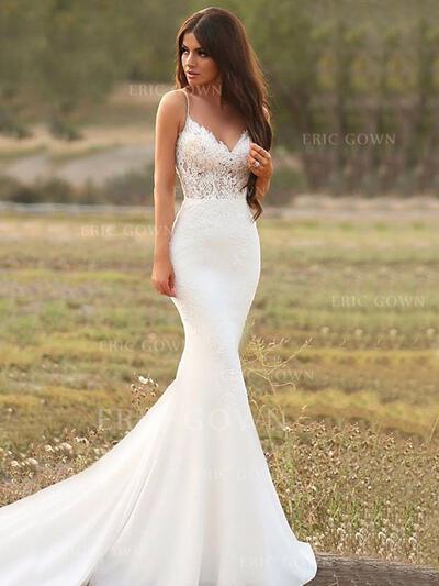 Trumpet/Mermaid V-neck Court Train Wedding Dresses With Appliques (002219368)