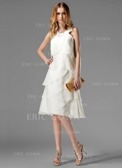 A-Line/Princess Scoop Neck Knee-Length Chiffon Cocktail Dress With Appliques Lace (016022511)