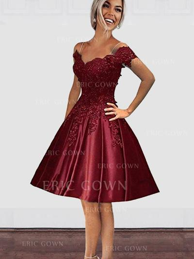 A-Line/Princess Off-the-Shoulder Knee-Length Homecoming Dresses With Beading Appliques Lace (022216352)
