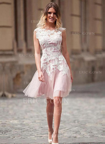 A-Line/Princess Scoop Neck Knee-Length Tulle Homecoming Dresses With Appliques Lace (022212410)