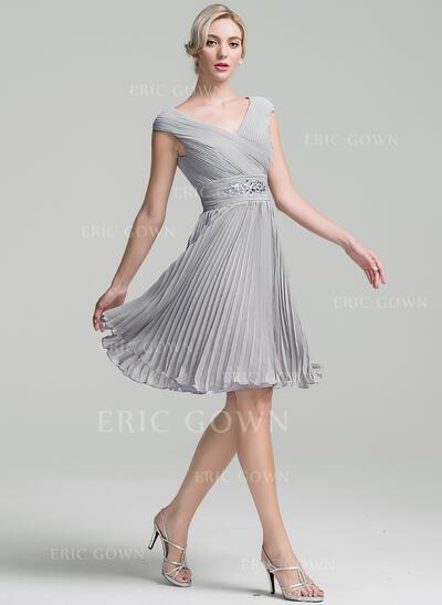 A-Line/Princess V-neck Knee-Length Chiffon Cocktail Dress With Ruffle Beading Pleated (016111367)