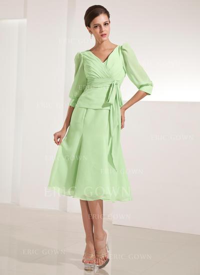 A-Line/Princess Chiffon 3/4 Sleeves V-neck Knee-Length Zipper Up Mother of the Bride Dresses (008213127)