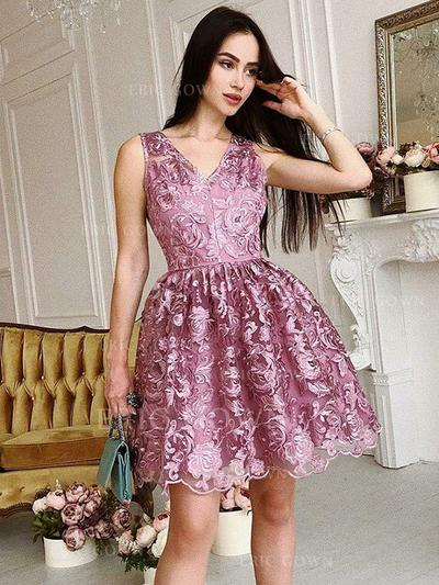 A-Line/Princess V-neck Short/Mini Lace Homecoming Dresses With Ruffle (022212441)