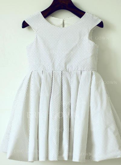 A-Line/Princess Scoop Neck Knee-length With Back Hole Cotton Flower Girl Dresses (010196730)