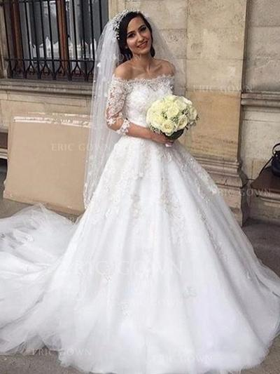 Off-The-Shoulder Ball-Gown Wedding Dresses Tulle Lace Appliques Lace Half Sleeves Chapel Train (002213512)