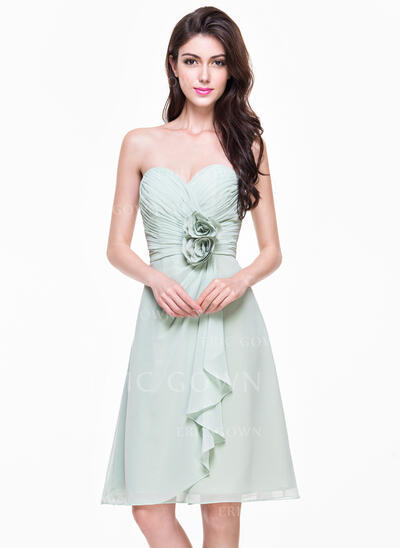 A-Line/Princess Sweetheart Knee-Length Chiffon Bridesmaid Dress With Flower(s) Cascading Ruffles (007068370)