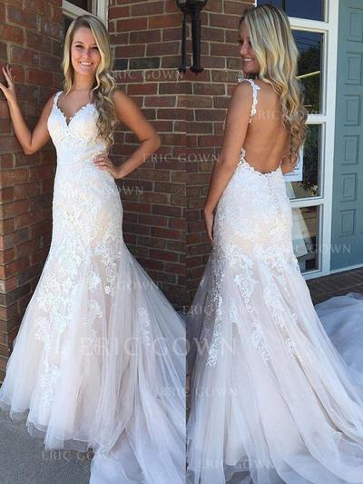 Trumpet/Mermaid V-neck Sweep Train Wedding Dresses With Appliques Lace (002217839)