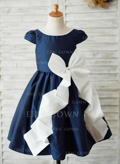 A-Line/Princess Knee-length Flower Girl Dress - Taffeta Sleeveless Scoop Neck (010125837)