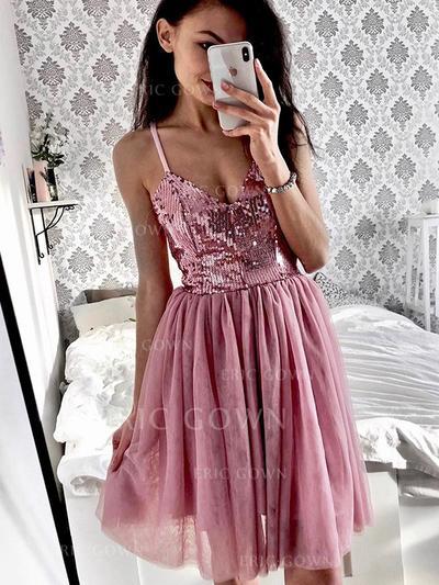 A-Line/Princess V-neck Knee-Length Cocktail Dresses With Ruffle (016219340)