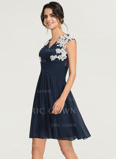 A-Line V-neck Knee-Length Chiffon Cocktail Dress With Appliques Lace (016170893)