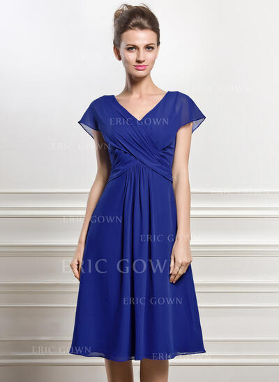 A-Line V-neck Knee-Length Chiffon Mother of the Bride Dress With Ruffle (008056830)