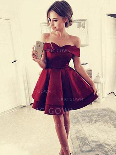 A-Line/Princess Off-the-Shoulder Short/Mini Homecoming Dresses With Ruffle (022216283)