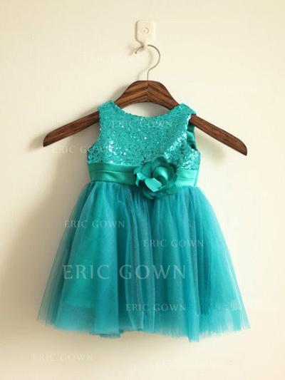 A-Line/Princess Scoop Neck Knee-length With Flower(s) Tulle/Sequined Flower Girl Dresses (010211889)
