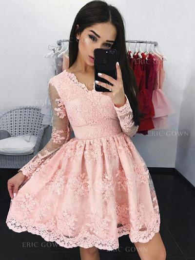 A-Line/Princess V-neck Short/Mini Cocktail Dresses With Appliques Lace (016218391)