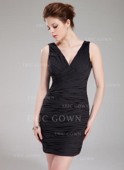 Sheath/Column V-neck Short/Mini Chiffon Cocktail Dress With Ruffle (016021066)