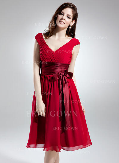 A-Line/Princess V-neck Knee-Length Chiffon Homecoming Dresses With Ruffle Sash Bow(s) (022213998)