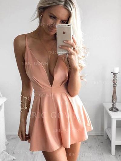 A-Line/Princess V-neck Short/Mini Homecoming Dresses With Ruffle (022219395)