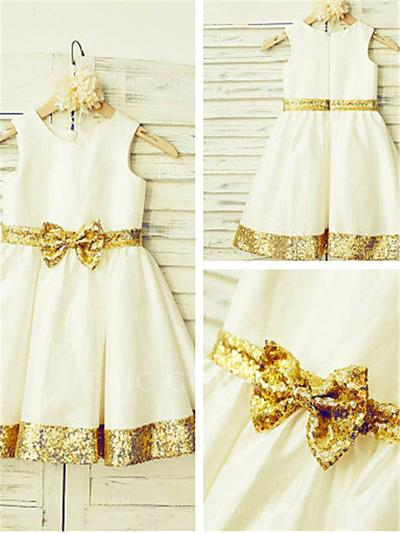 A-Line/Princess Scoop Neck Knee-length With Sash/Bow(s) Taffeta/Sequined Flower Girl Dresses (010211926)