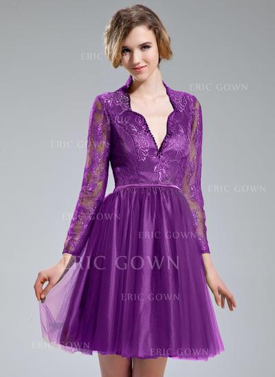 A-Line/Princess V-neck Knee-Length Cocktail Dresses With Beading Sequins (016213072)