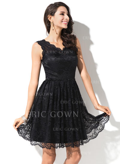A-Line/Princess V-neck Knee-Length Lace Homecoming Dresses With Beading Sequins (022214018)