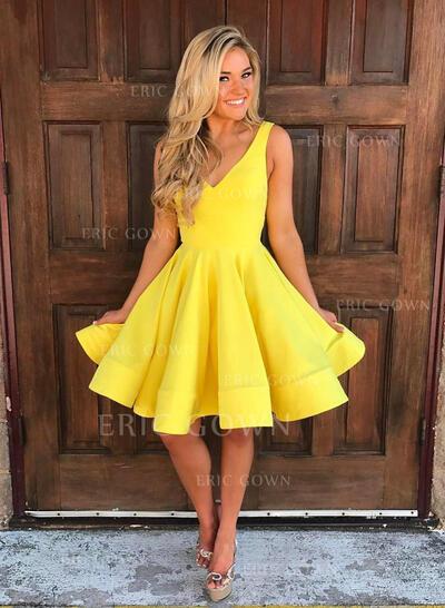 A-Line/Princess V-neck Short/Mini Knee-Length Homecoming Dresses With Ruffle (022216237)