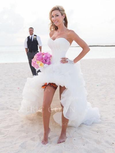 A-Line/Princess Sweetheart Chapel Train Wedding Dresses With Ruffle (002144850)