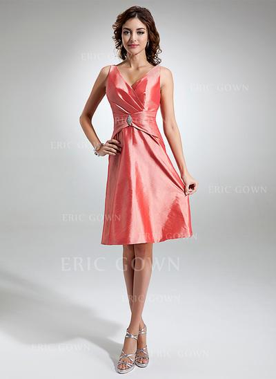 A-Line/Princess Taffeta Bridesmaid Dresses Ruffle Crystal Brooch V-neck Sleeveless Knee-Length (007197543)