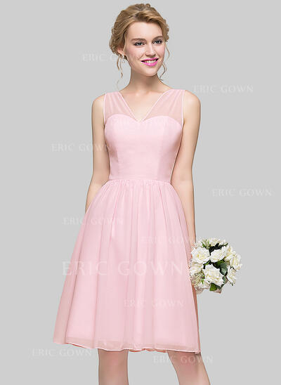 A-Line/Princess V-neck Knee-Length Chiffon Bridesmaid Dress With Bow(s) (007094027)