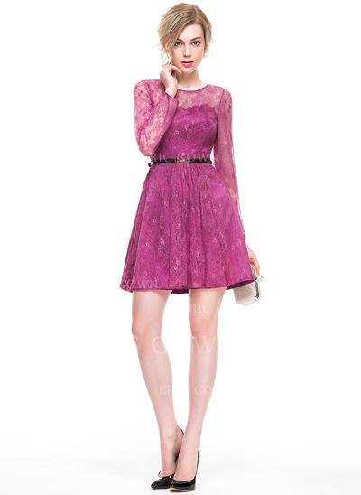 A-Line/Princess Scoop Neck Short/Mini Lace Cocktail Dress (016083905)