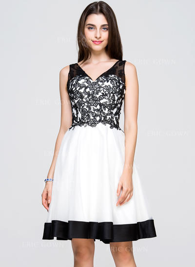 A-Line/Princess V-neck Knee-Length Tulle Lace Homecoming Dresses (022214037)