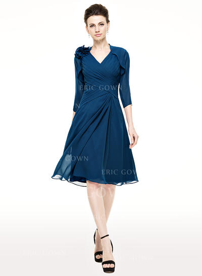 A-Line/Princess V-neck Knee-Length Chiffon Mother of the Bride Dress With Ruffle (008062540)
