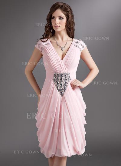 Sheath/Column V-neck Knee-Length Chiffon Cocktail Dresses With Ruffle Beading (016016275)