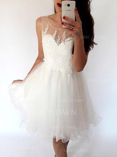 A-Line/Princess Scoop Neck Knee-Length Tulle Cocktail Dresses With Ruffle (016217698)