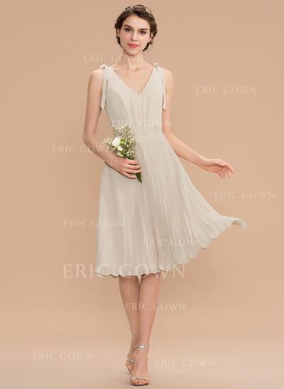 A-Line V-neck Knee-Length Chiffon Bridesmaid Dress With Bow(s) Pleated (007165832)