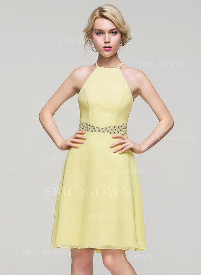 A-Line/Princess Scoop Neck Knee-Length Chiffon Homecoming Dresses With Beading Sequins (022214074)