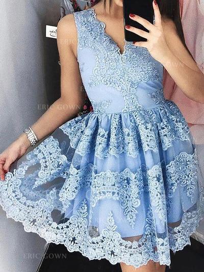 A-Line/Princess V-neck Short/Mini Lace Cocktail Dresses With Appliques Lace (016217688)