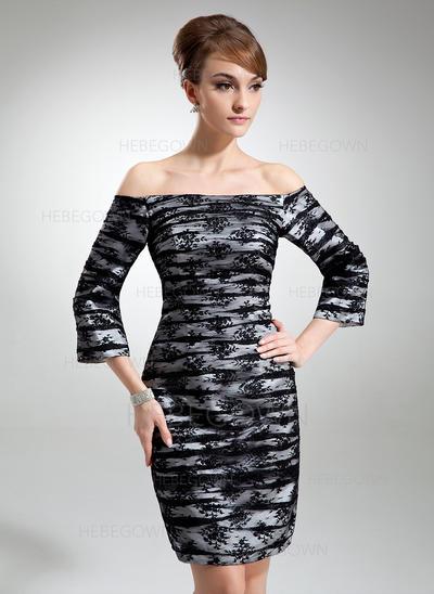 Charmeuse Spitze 3/4 Ärmel Kleider für die Brautmutter Off-the-Schulter Etui-Linie Rüschen Knielang (008006055)