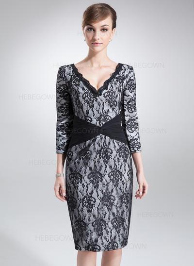 Charmeuse Spitze 3/4 Ärmel Kleider für die Brautmutter V-Ausschnitt Etui-Linie Rüschen Knielang (008005966)