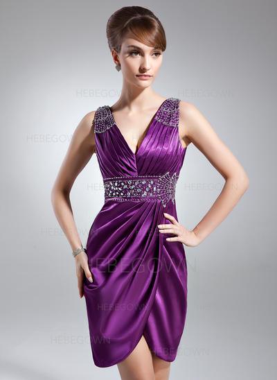 Charmeuse Ärmellos Kleider für die Brautmutter V-Ausschnitt Etui-Linie Rüschen Perlstickerei Knielang (008006127)