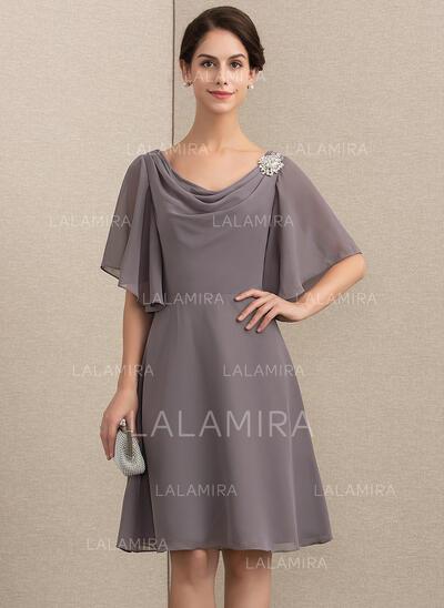 Forme Princesse col bénitier Longueur genou Mousseline Robe de mère de la mariée avec Broche en cristal (008164085)
