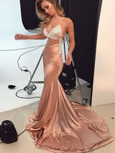 Trumpet/Mermaid V-neck Sweep Train Prom Dresses With Appliques Lace (018218472)