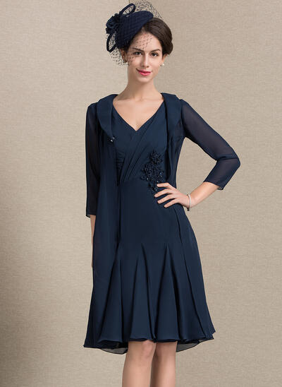 A-Line/Princess V-neck Knee-Length Chiffon Mother of the Bride Dress With Ruffle Beading Flower(s) (008143353)