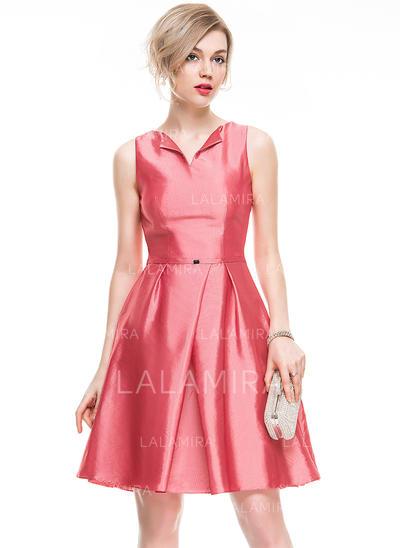 Beading Vestidos princesa/ Formato A Decote V Tafetá Vestidos de cocktail (016077831)